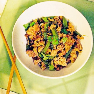 Thai style ground chicken and green beans lazy girl dinners whenever we go out for thai food my husband orders one of two things ginger chicken or green bean chicken he absolutely loves these two dishes forumfinder Image collections
